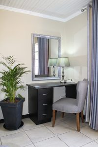 El Gran Chaparral Guesthouse, Avignon Desk