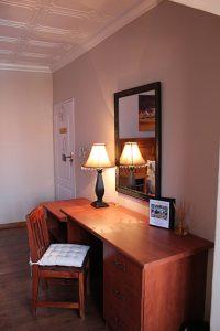 El Gran Chaparral Guesthouse Caravans Desk